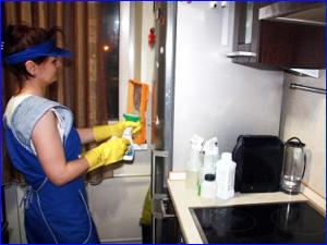 Уборка на кухне и чистка холодильника