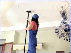 Уборка в комнате и чистка натяжного потолка