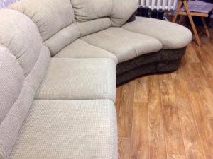 Результат химчистки мягкого белого углового дивана